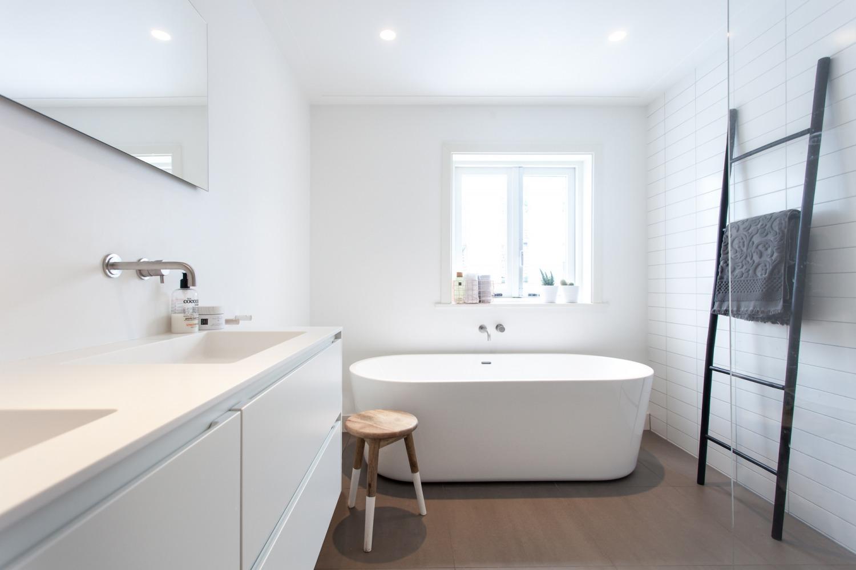 Verbouwing jaren-30-woning design badkamer strak