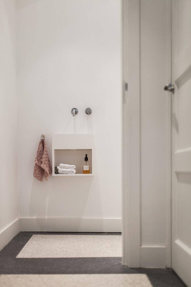 Verbouwing jaren 30 woning toilet strak design