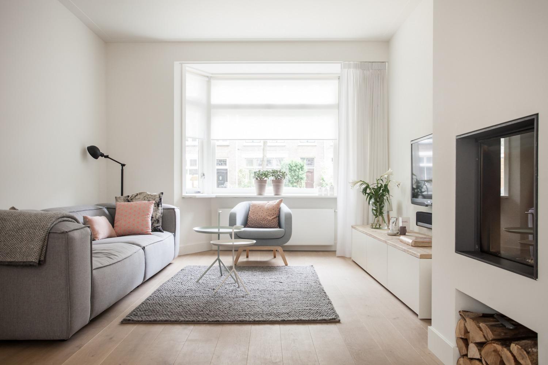 Verbouwing jaren-30-woning woonkamer open haard scandinavisch