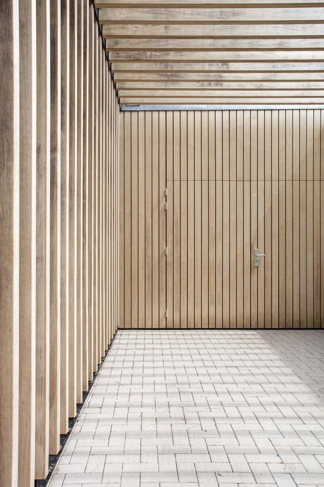ontwerp moderne houthen carport voor villa heilig landstichting