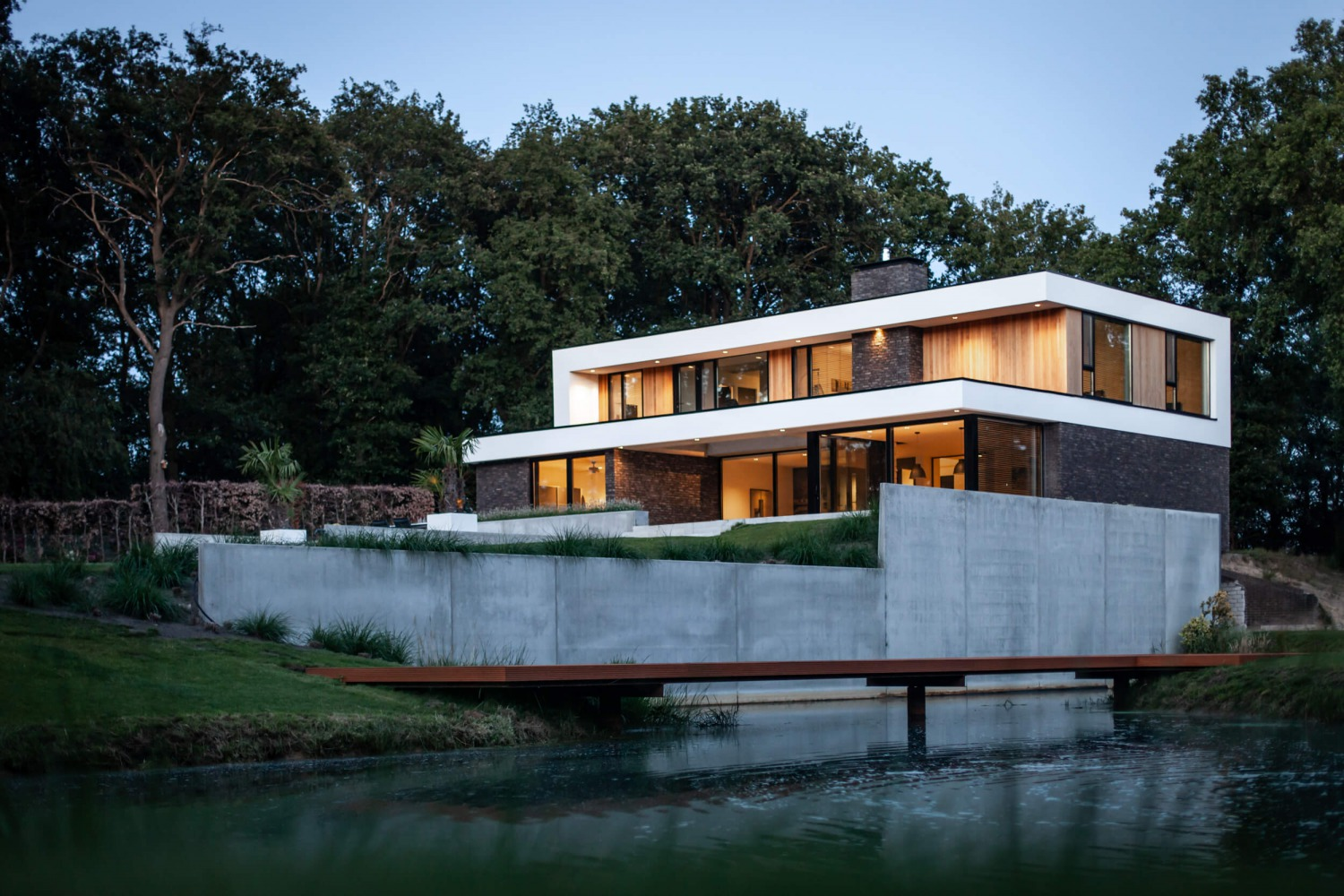 Voorgevel moderne villa ontwerp door architect Bob Romijnders