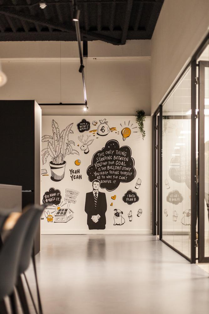 modern kantoor met glazen puien