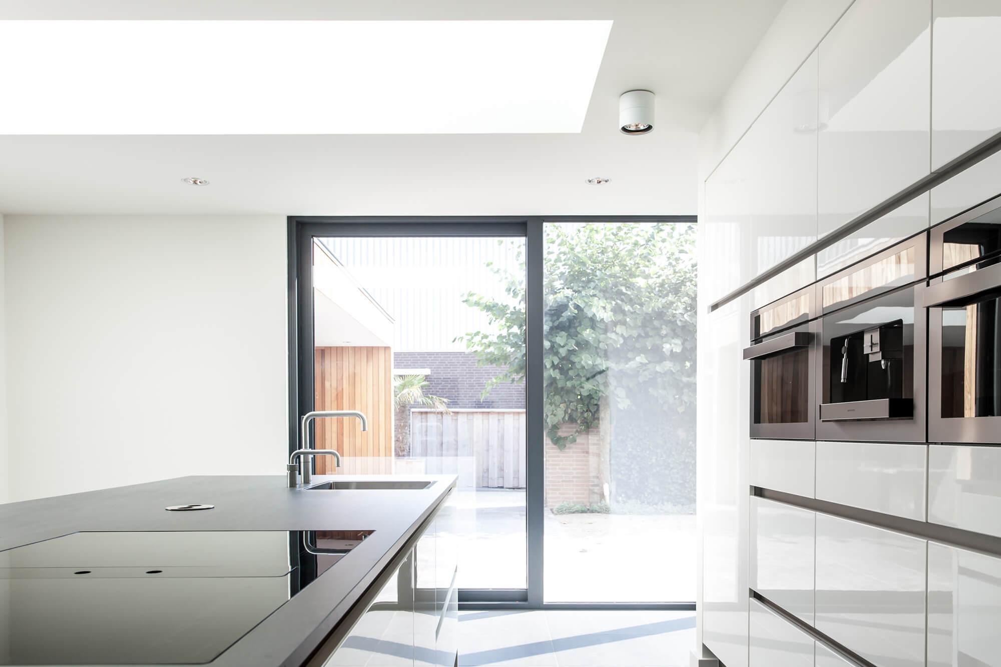 Leefkeuken met veel licht