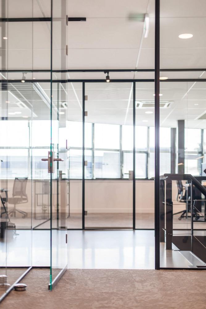 Verbouwing bedrijfspand interieurarchitect Nijmegen glazen pui