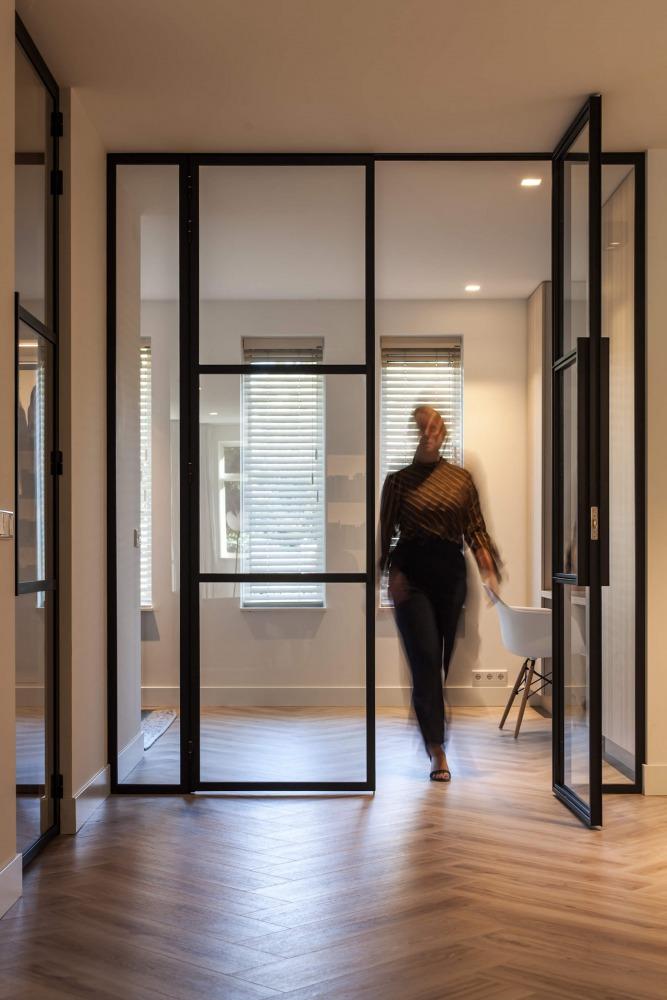 Stalen deuren in moderne woning