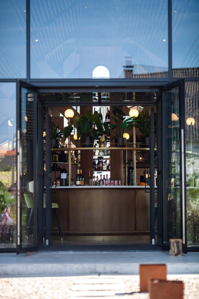 ingang restaurant Brass te Nijmegen